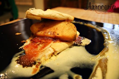 Variación de la tarta tatín de manzana con helado de vainilla en muselina y crema de membrillo
