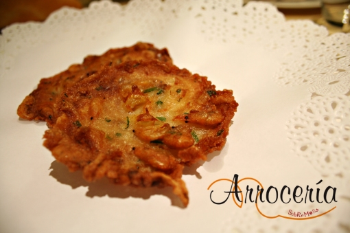Tortillita de camarones, comida andaluza en Pamplona